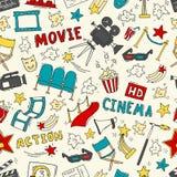 Άνευ ραφής σχέδιο κινηματογράφων με συρμένα τα χέρι στοιχεία Στοκ εικόνα με δικαίωμα ελεύθερης χρήσης