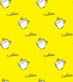 Άνευ ραφής σχέδιο με με το άσπρο φλυτζάνι καφέ στο κίτρινο υπόβαθρο Στοκ Εικόνα