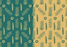 Άνευ ραφής σχέδιο με συρμένους τους χέρι κλάδους έλατου πεύκων Στοκ φωτογραφία με δικαίωμα ελεύθερης χρήσης