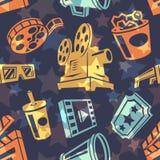 Άνευ ραφής σχέδιο με τα εικονίδια κινηματογράφων Στοκ Εικόνες