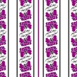 Άνευ ραφής σχέδιο με τα ιώδεις λουλούδια και τις λουρίδες Στοκ φωτογραφία με δικαίωμα ελεύθερης χρήσης