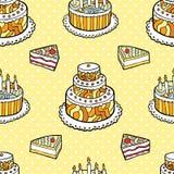 Άνευ ραφής σχέδιο με τα κέικ στο θερμό διαστιγμένο υπόβαθρο Ελεύθερη απεικόνιση δικαιώματος