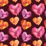 Άνευ ραφής σχέδιο με τα κτυπήματα βουρτσών και λεκέδες στις μορφές καρδιών Στοκ Εικόνες