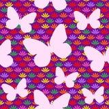 Άνευ ραφής σχέδιο με τα λουλούδια και τη σκιαγραφία πεταλούδων Στοκ εικόνα με δικαίωμα ελεύθερης χρήσης