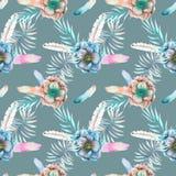 Άνευ ραφής σχέδιο με τα λουλούδια anemone watercolor, τα φτερά και τους μπλε κλάδους Στοκ εικόνες με δικαίωμα ελεύθερης χρήσης