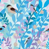 Άνευ ραφής σχέδιο με τα πουλιά και τα κλαδάκια Στοκ φωτογραφία με δικαίωμα ελεύθερης χρήσης