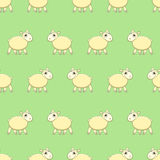 Άνευ ραφής σχέδιο με τα χαριτωμένα πρόβατα στη χλόη Στοκ Εικόνα