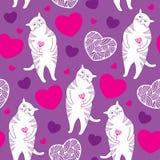 Άνευ ραφής σχέδιο με τις αστείες γάτες και τις καρδιές Στοκ Εικόνες