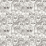 Άνευ ραφής σχέδιο με τις γούνινες κουκουβάγιες Doodle Στοκ εικόνες με δικαίωμα ελεύθερης χρήσης