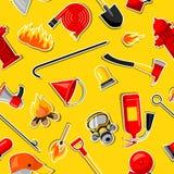 Άνευ ραφής σχέδιο με τις πυροσβεστικές αυτοκόλλητες ετικέττες Εξοπλισμός πυροπροστασίας ελεύθερη απεικόνιση δικαιώματος