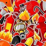 Άνευ ραφής σχέδιο με τις πυροσβεστικές αυτοκόλλητες ετικέττες Εξοπλισμός πυροπροστασίας απεικόνιση αποθεμάτων