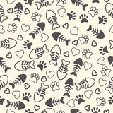 Άνευ ραφής σχέδιο με τις τυπωμένες ύλες ποδιών γατών, το κόκκαλο ψαριών, και τις καρδιές τέλος Στοκ εικόνα με δικαίωμα ελεύθερης χρήσης