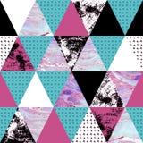 Άνευ ραφής σχέδιο τριγώνων με τις συστάσεις grunge και watercolor Στοκ Εικόνα