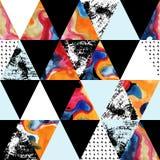 Άνευ ραφής σχέδιο τριγώνων με τις συστάσεις grunge και watercolor Στοκ Εικόνες