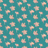 Άνευ ραφής σχέδιο τυπωμένων υλών Ιώδη λουλούδια με το μπλε υπόβαθρο Στοκ Εικόνα