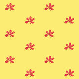 Άνευ ραφής σχέδιο τυπωμένων υλών Κόκκινα λουλούδια με το κίτρινο υπόβαθρο Στοκ εικόνα με δικαίωμα ελεύθερης χρήσης
