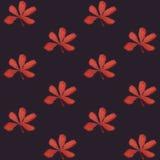 Άνευ ραφής σχέδιο τυπωμένων υλών Κόκκινα λουλούδια με το πορφυρό υπόβαθρο Στοκ εικόνα με δικαίωμα ελεύθερης χρήσης
