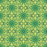 Άνευ ραφής σχέδιο τυπωμένων υλών Λουλούδια Mandala με το κίτρινο υπόβαθρο Στοκ εικόνα με δικαίωμα ελεύθερης χρήσης
