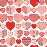 Άνευ ραφής σχέδιο των κόκκινων σπασμένων καρδιών για το τύλιγμα δώρων, τα συγχαρητήρια, τις γαμήλιες προσκλήσεις και την ημέρα βα Στοκ Φωτογραφία