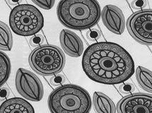 Άνευ ραφής σχέδιο υποβάθρου με τα λουλούδια και το φύλλωμα Στοκ φωτογραφία με δικαίωμα ελεύθερης χρήσης