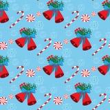 Άνευ ραφής σχέδιο Χριστουγέννων με τα κουδούνια και τις καραμέλες Στοκ φωτογραφία με δικαίωμα ελεύθερης χρήσης