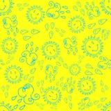 Άνευ ραφής σχέδιο Doodle με τον ήλιο και τα σύννεφα Στοκ εικόνες με δικαίωμα ελεύθερης χρήσης