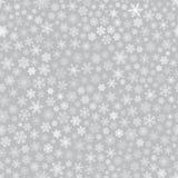 Άνευ ραφής σχέδιο snowflakes, άσπρο σε γκρίζο ελεύθερη απεικόνιση δικαιώματος