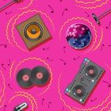 Άνευ ραφής σχεδίων του DJ καραόκε μικροφώνων αναμικτών ομιλητών μουσική σφαίρα disco σημειώσεων βινυλίου απεικόνιση αποθεμάτων