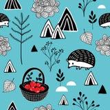 Άνευ ραφής υπόβαθρο με τα αφηρημένα βουνά και τα χαριτωμένα ζώα Στοκ Εικόνες