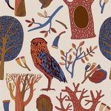Άνευ ραφής υπόβαθρο με τα διακοσμητικές δέντρα και τις κουκουβάγιες Διανυσματική απεικόνιση