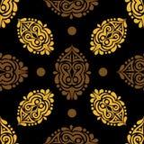 Άνευ ραφής υπόβαθρο με τα χρυσά και καφετιά στοιχεία σε μια μαύρη πλάτη Στοκ εικόνα με δικαίωμα ελεύθερης χρήσης
