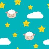 Άνευ ραφής χαριτωμένα πρόβατα κρητιδογραφιών με τη διανυσματική απεικόνιση σχεδίων σύννεφων και αστεριών ελεύθερη απεικόνιση δικαιώματος