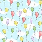 Άνευ ραφής χαριτωμένο σχέδιο με τα μπαλόνια κινούμενων σχεδίων των διαφορετικών φωτεινών χρωμάτων που πετούν στο μπλε ουρανό με τ Στοκ Εικόνες