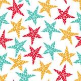 Άνευ ραφής χρωματισμένα σχέδιο αστέρια σε ένα άσπρο υπόβαθρο Στοκ Εικόνες