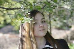 Άνθη κοριτσιών και κερασιών Στοκ εικόνες με δικαίωμα ελεύθερης χρήσης