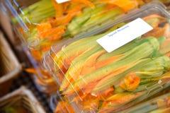 Άνθη κολοκύνθης στη στάση αγοράς της αμερικανικής Farmer Στοκ Εικόνα