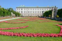 Άνθιση λουλουδιών στον κήπο παλατιών Mirabell στο Σάλτζμπουργκ, Αυστρία Στοκ Φωτογραφίες