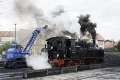 Άνθρακας φόρτωσης γερανών στον ατμό LOC στοκ φωτογραφία
