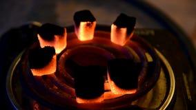 Άνθρακες Hookah που έρχονται στο χρόνος-σφάλμα ζωής απόθεμα βίντεο
