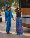 Άνθρωποι έξω από τις εθνικές επιδείξεις μόδας κοστουμιών που χτίζουν για την εβδομάδα 2014 μόδας των γυναικών του Μιλάνου Στοκ φωτογραφίες με δικαίωμα ελεύθερης χρήσης