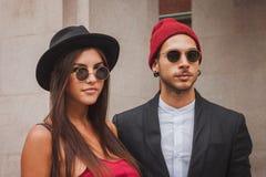Άνθρωποι έξω από τις εθνικές επιδείξεις μόδας κοστουμιών που χτίζουν για την εβδομάδα 2014 μόδας των γυναικών του Μιλάνου Στοκ εικόνες με δικαίωμα ελεύθερης χρήσης