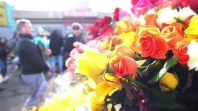 Άνθρωποι αγοράς οδών λουλουδιών απόθεμα βίντεο