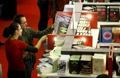 άνθρωποι βιβλιοθηκών στοκ φωτογραφίες με δικαίωμα ελεύθερης χρήσης