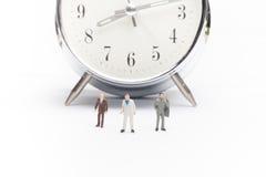 Άνθρωποι επιχειρηματιών στο ρολόι Στοκ φωτογραφίες με δικαίωμα ελεύθερης χρήσης
