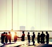 Άνθρωποι επιχειρησιακών γραφείων που απασχολούνται στην έννοια συζήτησης συνεδρίασης Στοκ φωτογραφία με δικαίωμα ελεύθερης χρήσης