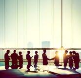 Άνθρωποι επιχειρησιακών γραφείων που απασχολούνται στην έννοια συζήτησης συνεδρίασης Στοκ εικόνες με δικαίωμα ελεύθερης χρήσης