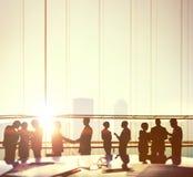 Άνθρωποι επιχειρησιακών γραφείων που απασχολούνται στην έννοια συζήτησης συνεδρίασης Στοκ Εικόνα