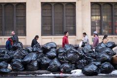 Άνθρωποι και απορρίμματα Στοκ Εικόνα