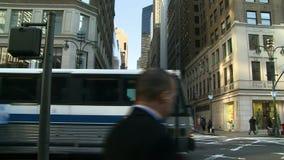 Άνθρωποι και κυκλοφορία στην πόλη της Νέας Υόρκης φιλμ μικρού μήκους