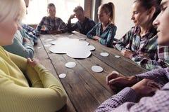 Άνθρωποι και σύννεφο διαλόγου Στοκ Φωτογραφία